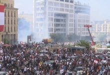 Photo of متظاهرون مناهضون للحكومة ينزلون إلى الشوارع بعد انفجار بيروت