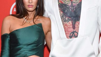 Photo of Megan Fox's Massive Ring Sparks Speculation She's Engaged to Machine Gun Kelly