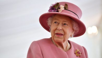Photo of Queen Elizabeth reportedly 'sad,' not 'angry' over Harry and Meghan interview.