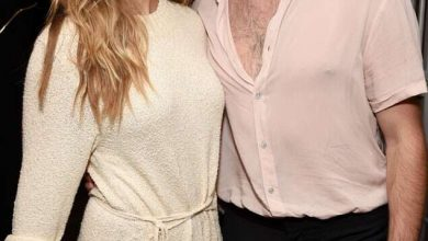 Photo of Elizabeth Olsen Just Casually Revealed She's Married to Robbie Arnett