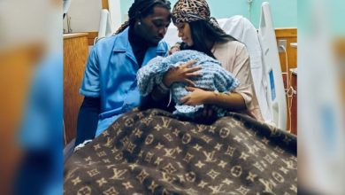 Photo of Cardi B gives birth, welcomes baby boy with Offset.